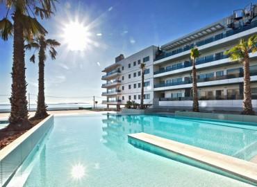 Luxurious Front Line Beach P Bossa